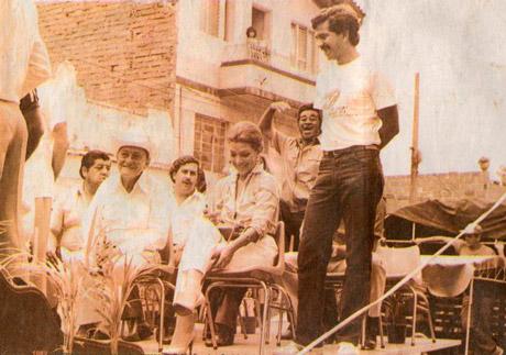 Virginia Vallejo y Pablo Escobar haciendo política en 1983.